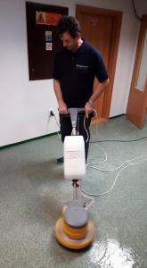 Strojové čistenie PVC