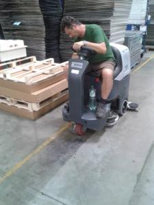 Strojové čistenie v logistike